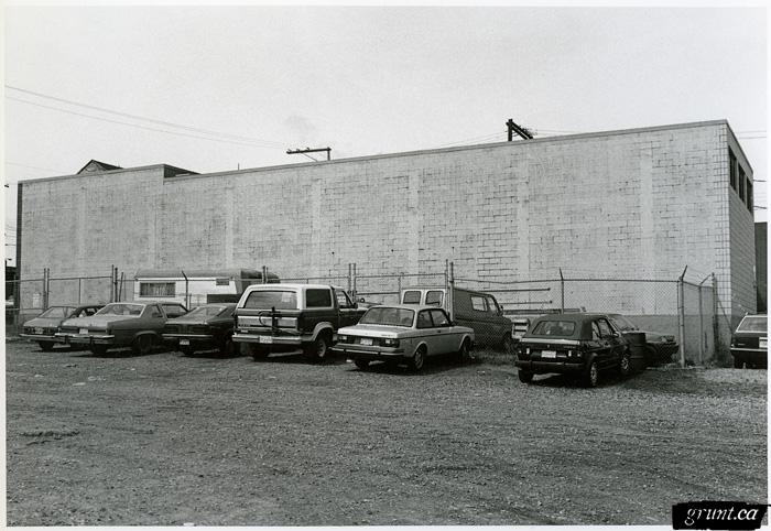 1986 09 19 Brewery Creek Mural Project black and white photo six cars parked