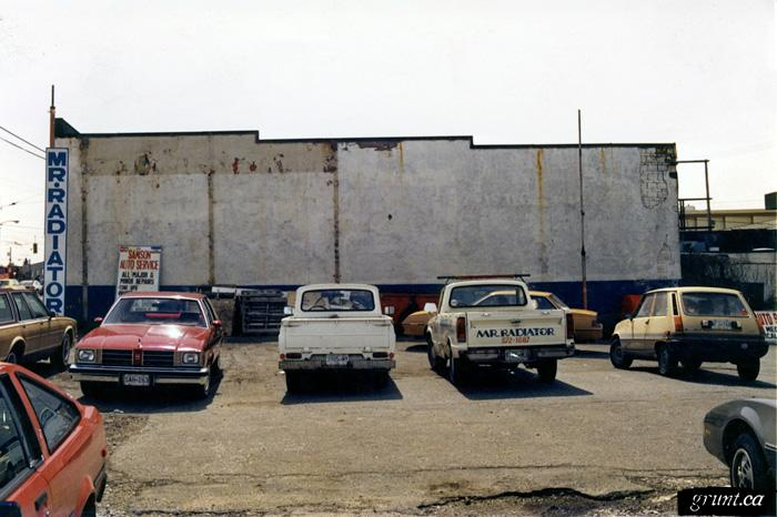 1986 09 19 Brewery Creek Mural Project parking lot with Mr Radiator sign Bill Rennie