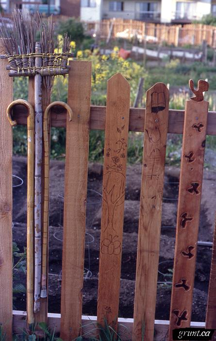 1994 03 Mount Pleasant Community Fence Project 001 detail lower fence 5 red cedar pickets